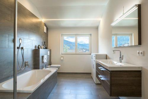 雅致现代风格卫生间浴缸装修实景图