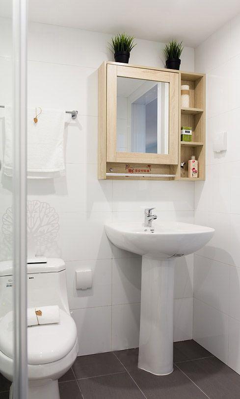 干净白色现代简约风格卫生间设计图