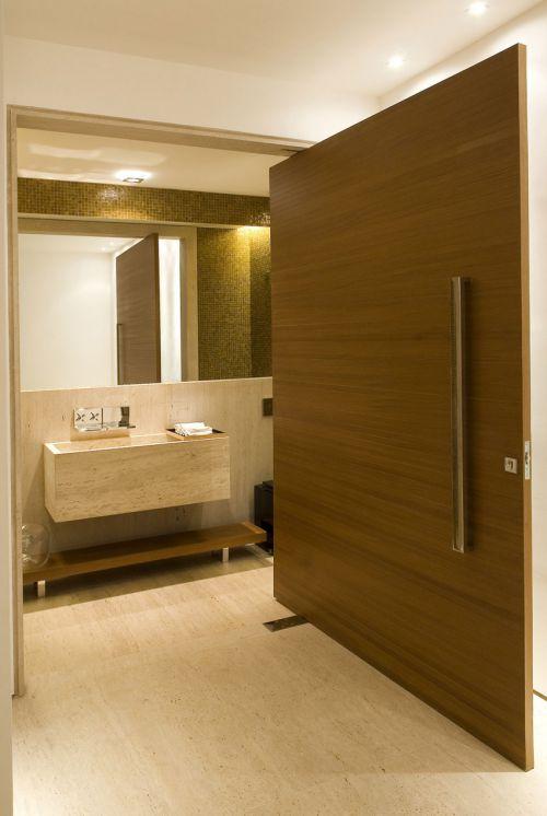 现代风格精致细腻原木色卫生间装修图片