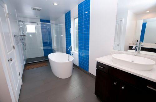 三居炫彩蓝卫生间淋浴间装修效果图
