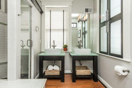 两居现代白卫生间淋浴间装修效果图