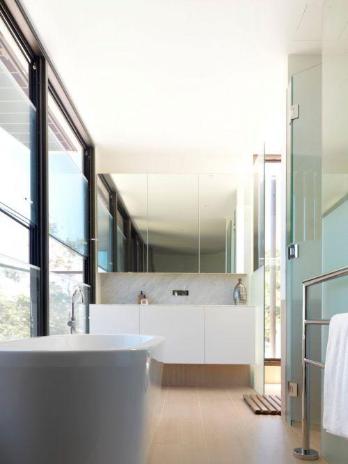 精致现代风格卫生间白色浴缸效果图