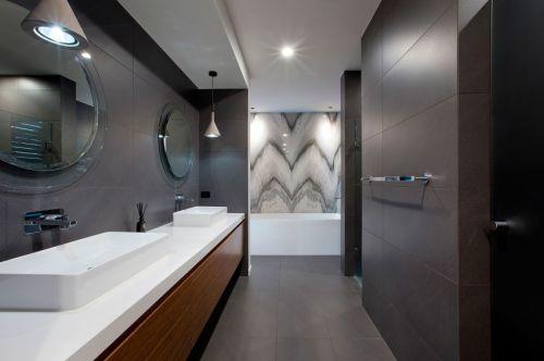 现代风格低奢稳重卫生间装修实景图