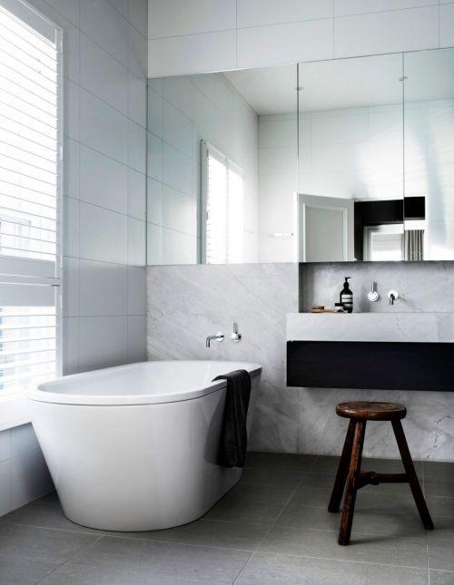 现代简约风格明亮白色系卫生间浴缸图片