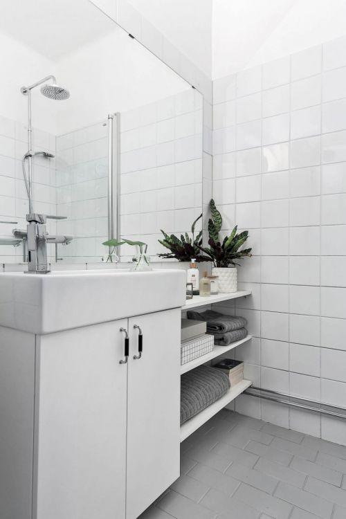现代风格纯白色优雅卫生间装修效果图