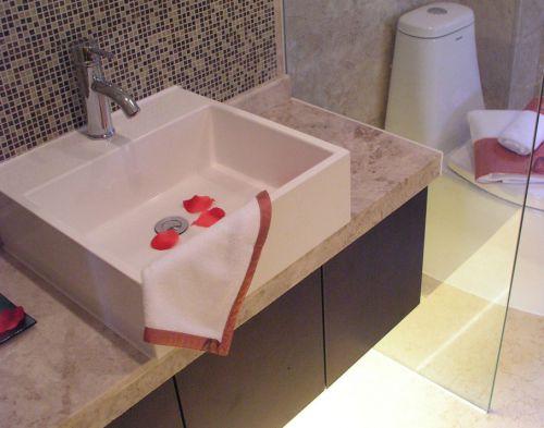 简约风卫生间方形台上盆洗手台设计
