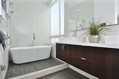 现代简约两居室卫生间浴缸装修效果图