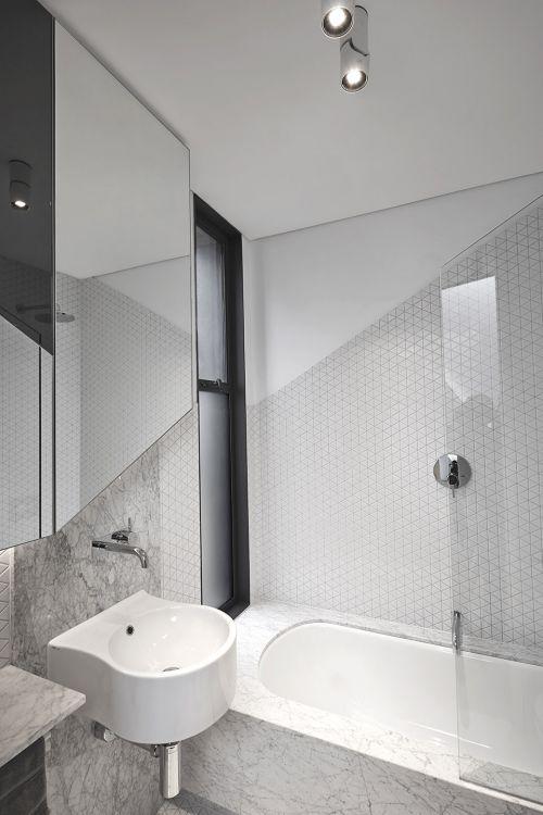 简约纯白色现代风格卫生间装修实景图