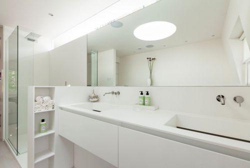 现代风格洁净舒爽白色卫生间效果图