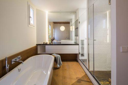 现代风格优雅整洁卫生间装修实景图