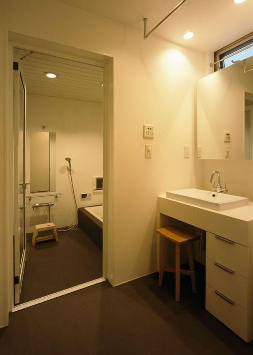 现代风格简洁利落卫生间装修效果图