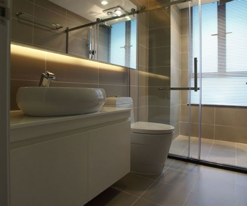 现代简约三居室卫生间吊顶装修效果图