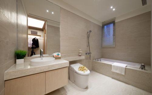 现代简约二居室卫生间浴缸装修效果图欣赏