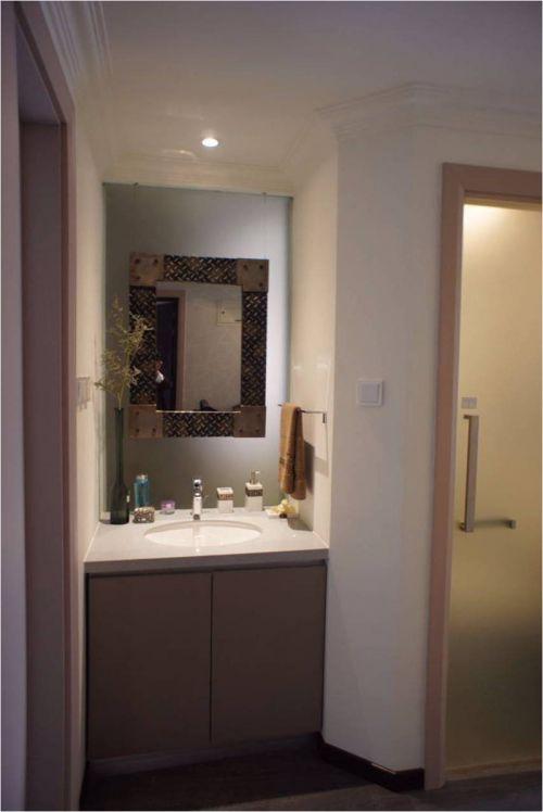 现代简约二居室卫生间灯具装修效果图欣赏