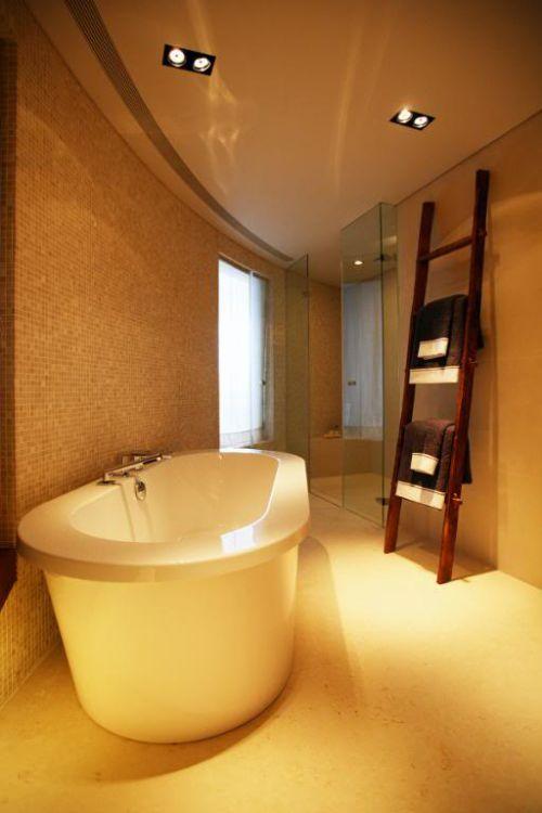 现代简约一居室卫生间浴缸装修效果图欣赏