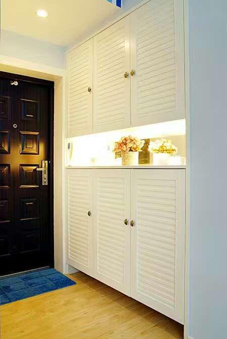 现代简约二居室玄关鞋柜装修图片