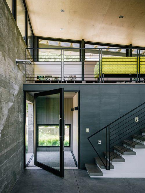 现代风山中别墅灰色玄关楼梯装修