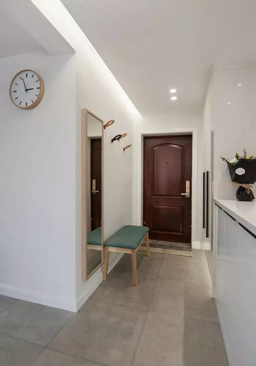 现代简约三居室玄关走廊装修效果图