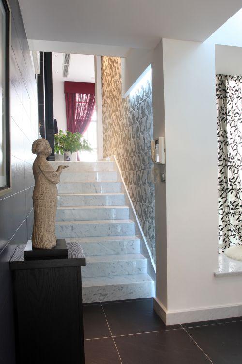 现代简约五居室玄关背景墙装修效果图