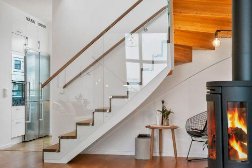 现代简约二居室餐厅楼梯装修图片