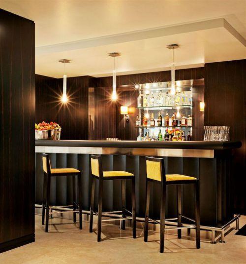 现代风格四居室餐厅酒柜装修效果图