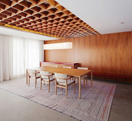 现代风格温润舒适原木色餐厅装修图片