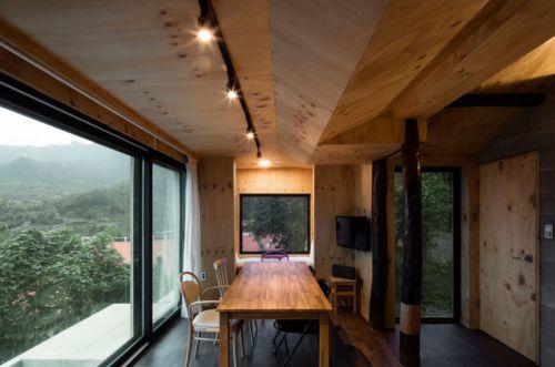 温馨现代风格原木色餐厅装修设计图
