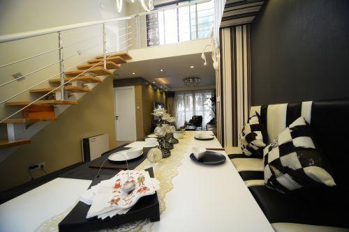 现代简约四居室餐厅楼梯装修图片