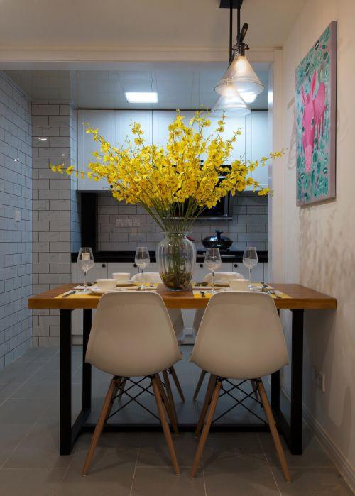 现代简约一居室餐厅餐桌装修效果图