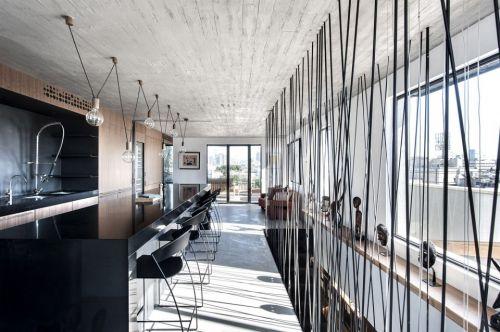 黑色钢吊索楼梯现代餐厅装修效果图
