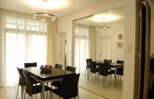 二居室现代简约精美餐厅灯具效果图