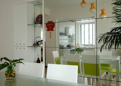 现代简约一居室餐厅餐桌装修图片