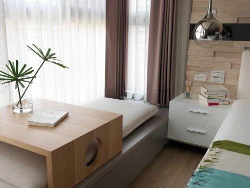 现代简约二居室阳台装修图片