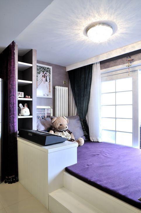 现代简约二居室阳台床装修图片