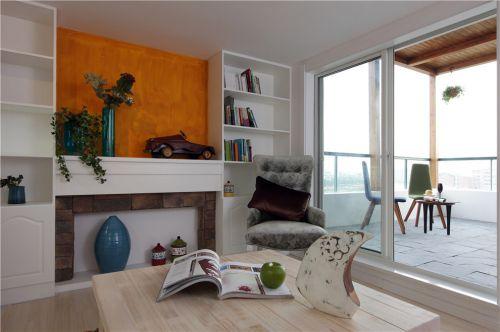 现代简约三居室阳台茶几装修图片