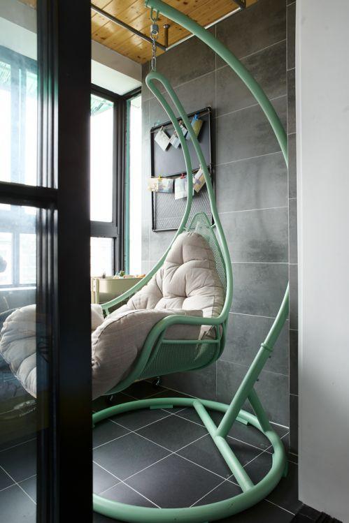 现代简约二居室阳台瓷砖装修效果图欣赏