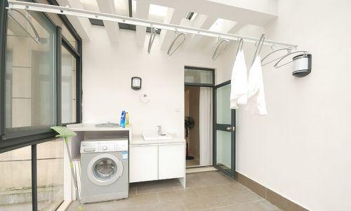 现代简约三居室阳台灯具装修图片