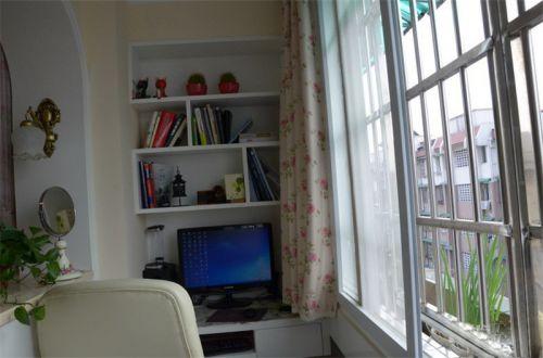 现代简约二居室阳台组合柜装修效果图