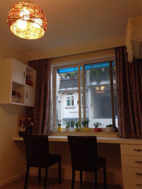 现代简约二居室阳台灯具装修效果图欣赏