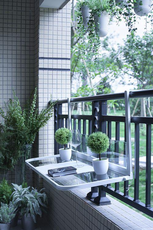 现代简约二居室阳台瓷砖装修效果图