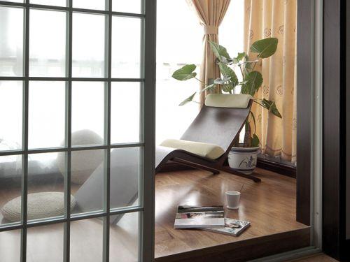 现代简约三居室阳台推拉门装修效果图欣赏