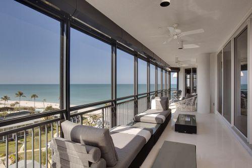 大气宽敞现代风格临海别墅阳台设计图