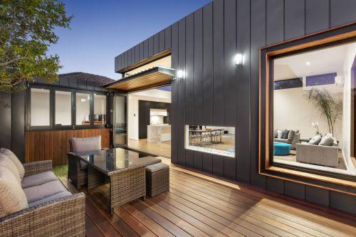 现代黑色别墅敞亮开放阳台装修