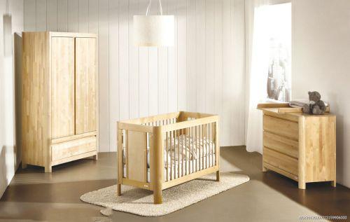 三室现代简约儿童房原木色婴儿床效果图