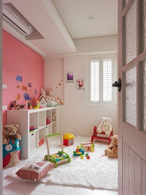 现代风格儿童房可爱粉色背景墙装修实景图