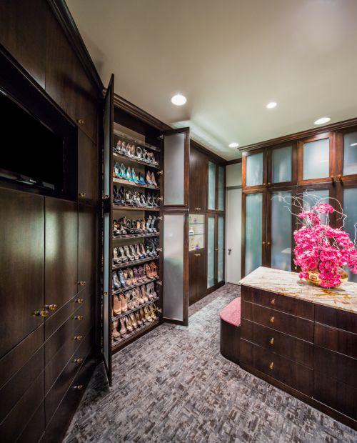 四居室现代风格衣帽间咖啡色鞋柜装修效果图