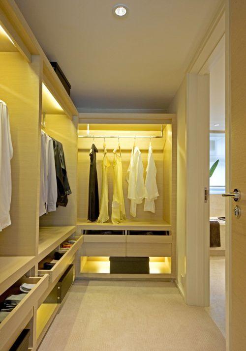 现代简约风格米色温馨衣帽间装修设计