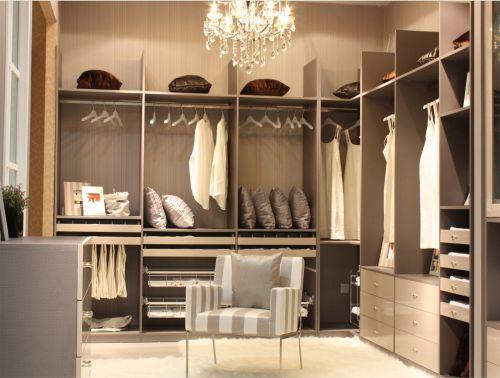 现代风格高端时尚灰色衣帽间装修效果图