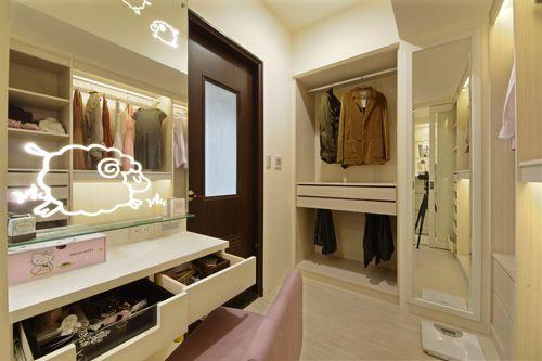 现代简约二居室衣帽间装修效果图