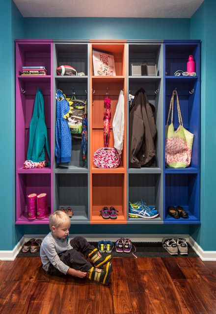 现代多彩风格三居室衣帽间衣柜设计图